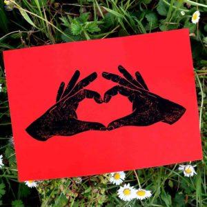 Jeux de mains déclarer amour sa flamme dire je t'aime carte de vœux linogravure fiançailles mariage fêtes des mères grand-mères anniversaire remerciements cœur avec les mains