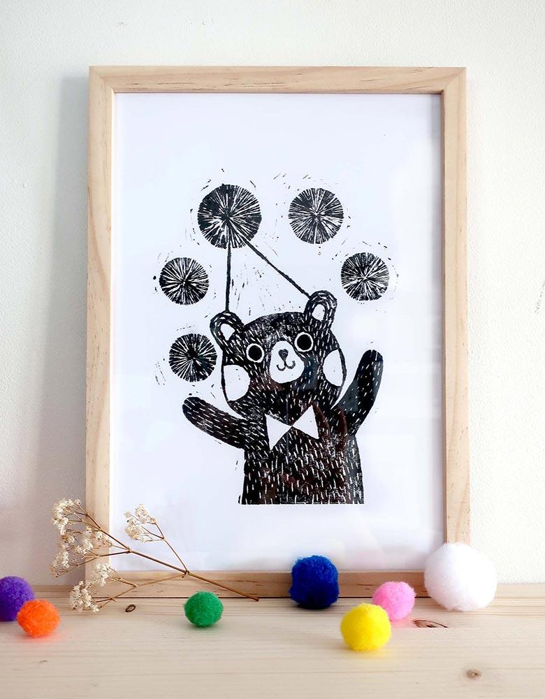Linogravure ours pompon impression noir et blanc fait main oeuvre à encadrer image poétique tout en douceur pour chambre enfant bébé salle de jeux